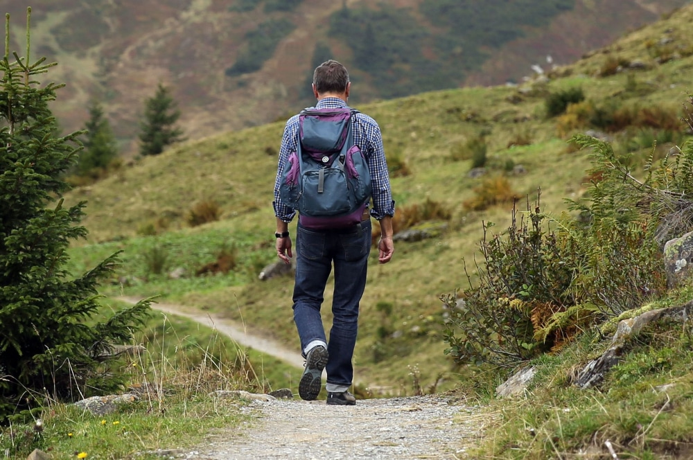 Hiking Clothes Buyer's Guide: The Best Clothes for A Hike